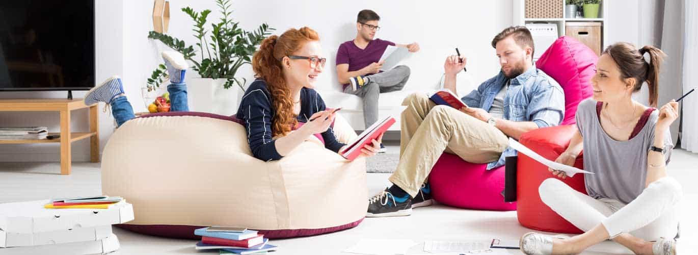 Psychologischer Berater werden - Lerngruppe sitzt zusammen