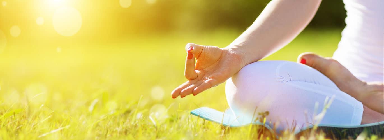 Die Ausbildung zum Entspannungspädagogen - Frau jubelt