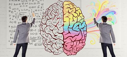 Werbepsychologe zeichnet Gedanken von einem Gehirn