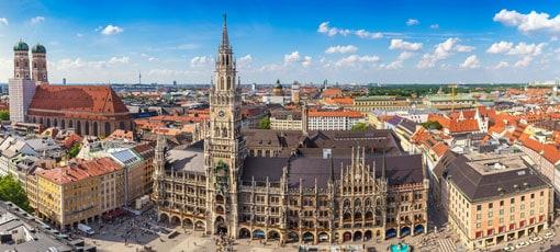 Frauenkirche und neues Rathaus in München